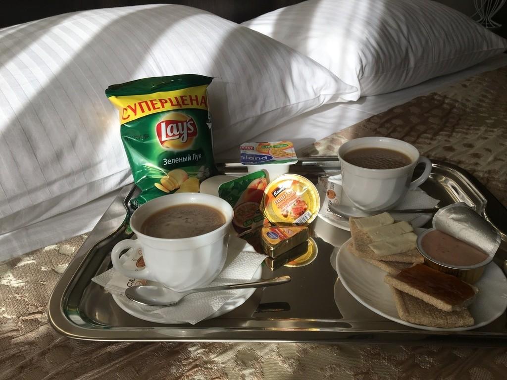 Завтрак: ланч-бокс, входит в стоимость номера.